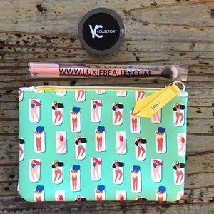 🌟2 for 10!!!!NWT pressed powder brush & Ipsy bag